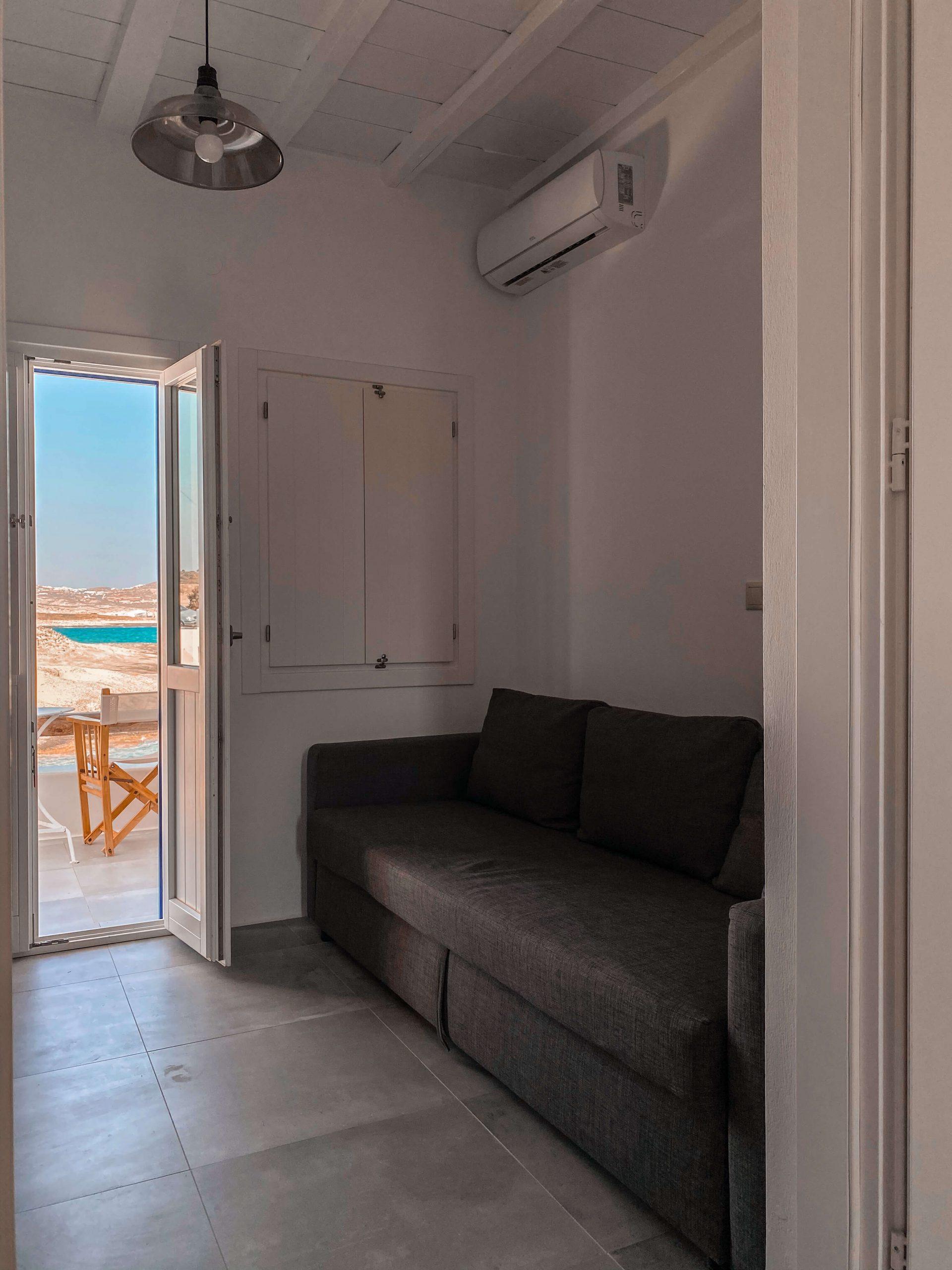 manolis-and-filio-home-by-the-sea-saloni